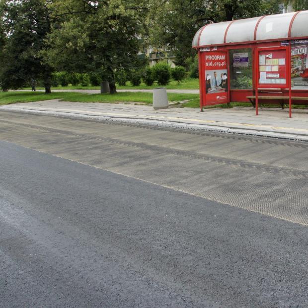 Przykład wzmocnienia zatok autobusowych